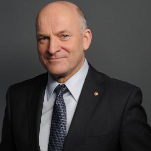 Mr. Paweł OLECHNOWICZ
